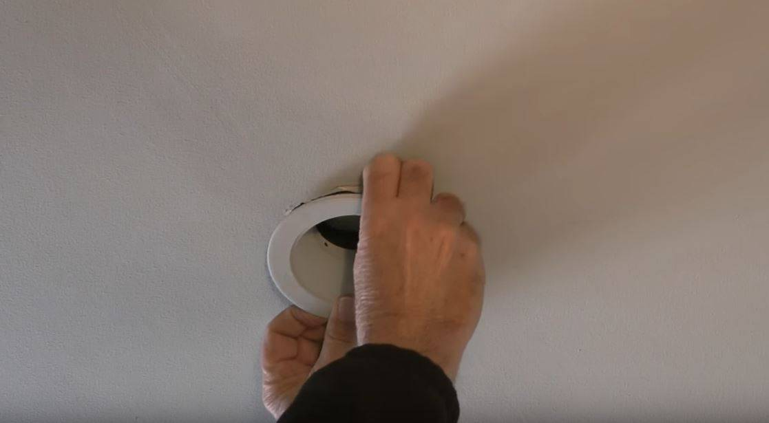 how-to-change-recessed-light step 1