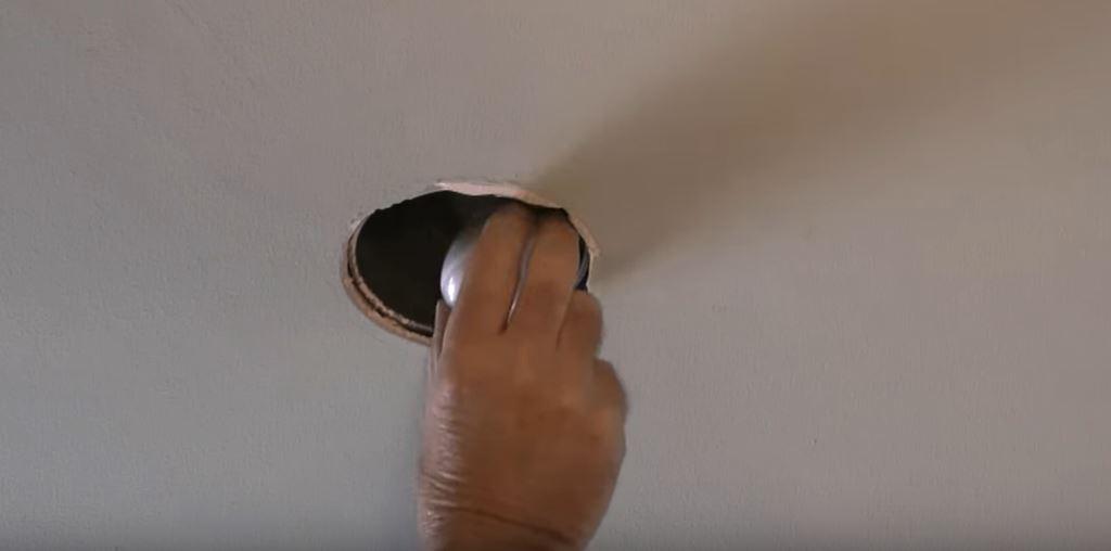 how-to-change-recessed-light step 3