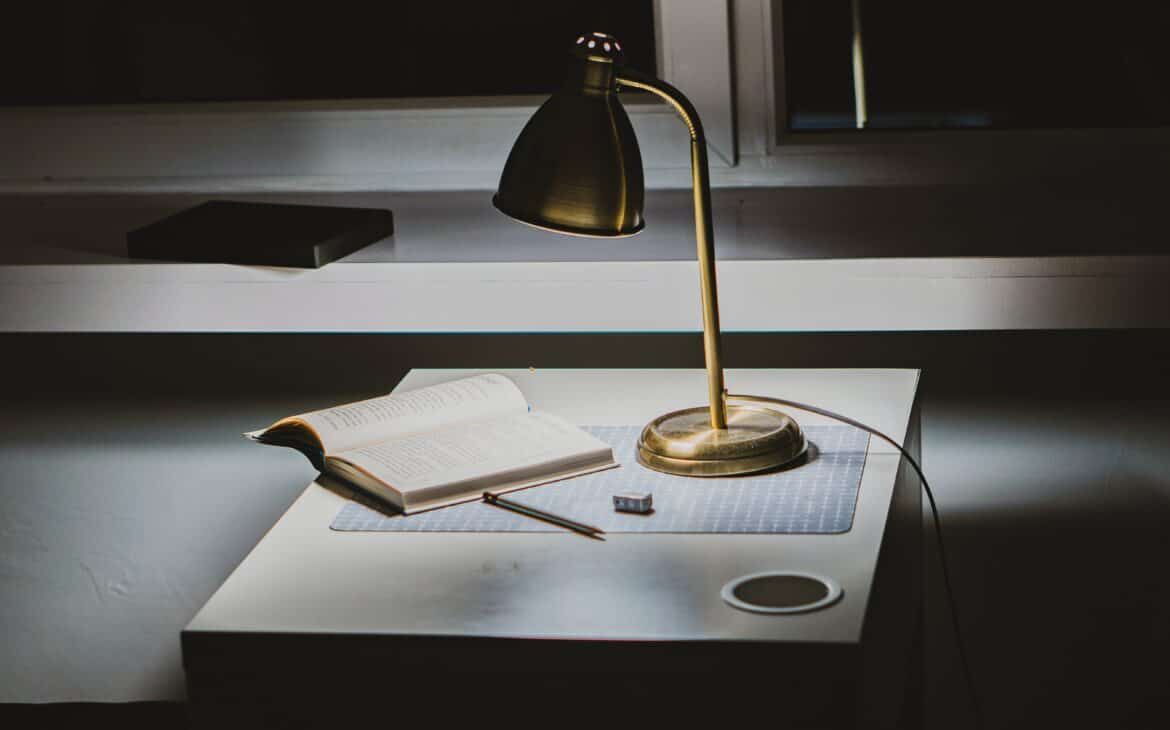 Battery powered desk lamp