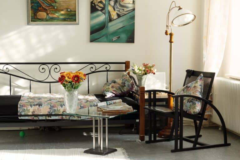 Living room area with floor lamp