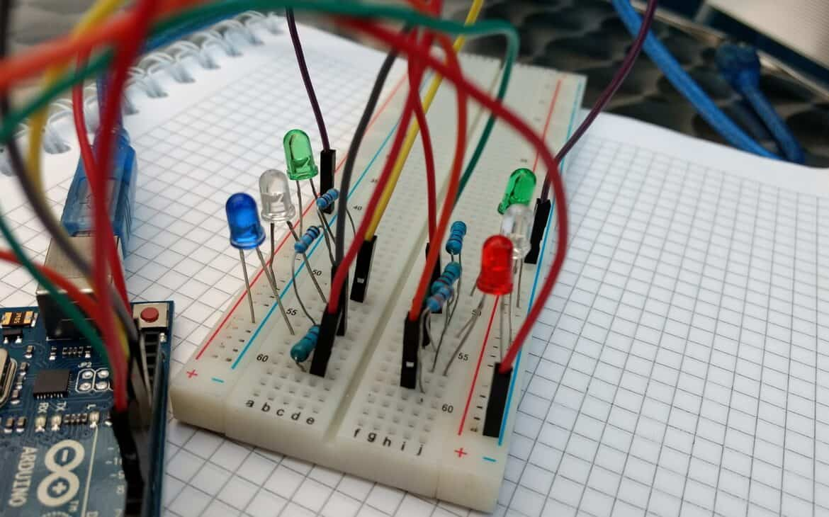 Connecting LED lights in a circuit board