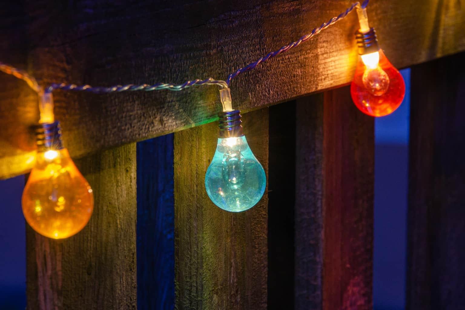 LED light bulbs with paint